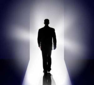 """La Biblia nos dice que no solamente hay vida después de la muerte, sino que hay una vida eterna tan gloriosa que """"Cosas que ojo no vio, ni oído oyó, ni han subido en corazón de hombre, son las que Dios ha preparado para los que le aman"""" (1ª Corintios 2:9)."""